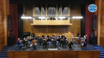 Сливенският симфоничен оркестър се готви за Великденски концерт под диригентството на маестро Димитър Караминков.