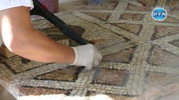 Продължава работата по реставрацията и консервацията на античните мозайки от Епископската базилика в Пловдив