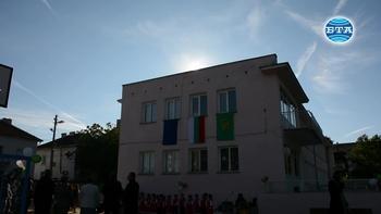 Откриха обновен двор по програма на детска градина във Враца