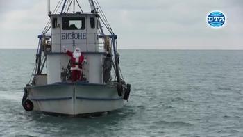 В Каварна Дядо Коледа пристигна с рибарски кораб
