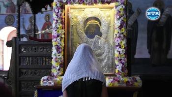 Миряни от цялата страната се събраха днес в Бачковския манастир за храмовия празник на Светата обител