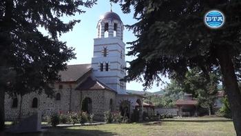"""Камбана, дарена от Ангел войвода, ще звъни от обновената камбанария на църквата """"Св. Георги"""" в Драгойново"""