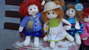 Журналистка от Пловдив плете кукли - цветни, усмихнати, ококорени и носещи много настроение
