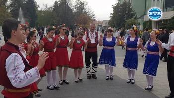 """Търговище бе домакин на фолклорния фестивал """"Джумалийско надиграване"""""""