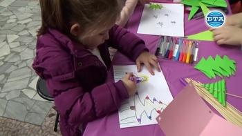 Децата на Благоевград творят в детски коледен панаир