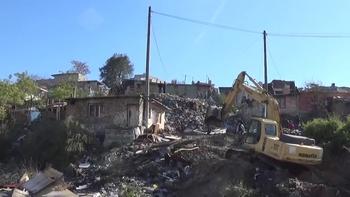 Във Варна продължава поетапното премахване на незаконни постройки в ромската махала