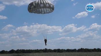 Днес се навършват 74 години от бойното кръщене на Парашутната дружина в битката за височината Стражин