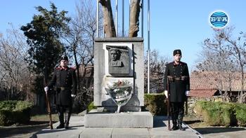 Десетки се поклониха пред паметта на Васил Левски в Къкринското ханче