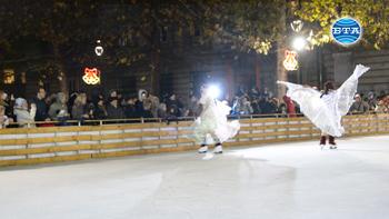 Със светлинно и танцово шоу на кънки бе открита ледената пързалка в Русе