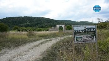 """Милиapнa ĸoлoнa в чест на император Траян Деций е открита при археологически разкопки на крепостта """"Cocтpa"""""""