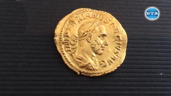 Извадена от стомаха на овен безценна монета на римски император се пази в Русенския музей