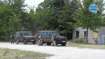 Силите за специални операции на България и Гърция проведоха съвместна подготовка на летище Чешнегирово
