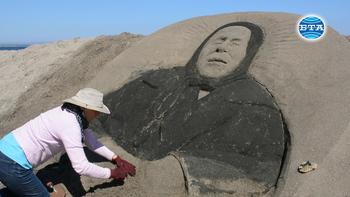 Пясъчна фигура на Ванга изваяха на плажа в Бургас
