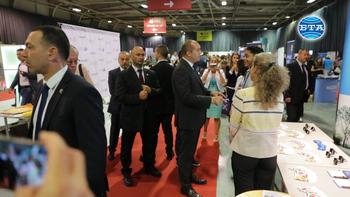 """Президентът Румен Радев откри 11-ото издание на форума """"Кариера в България. Защо не?"""""""