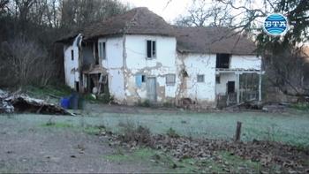 Добридолският манастир тъне в разруха