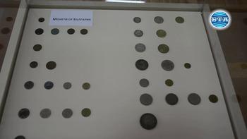 """Изложбата """"Парите в миналото"""" показва български и чуждестранни монети и банкноти, както и книги с нумизматична тематика"""