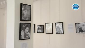 Изложба с портрети на мигриращи хора показва в Монтана фотографката Виолета Апостолова – Лети