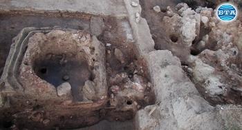 Рядка пещ за керамика на близо 7000 години проучваха археолозите край русенското село Бъзовец