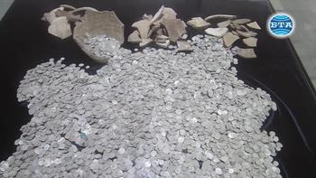 РИМ - Плевен показа за първи път сребърното съкровище, открито преди дни на територията на Плевенския затвор