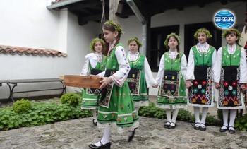 Възстановка на лазарски обичаи в Етнографската къща в Добрич