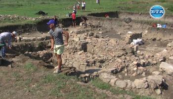 """Студенти по археология проучват обекти в НАР """"Кабиле"""""""