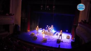 """Група """"Обичайните заподозрени"""" и Стефан Вълдобрев зарадваха с концерт плевенската публика в навечерието на Коледа"""