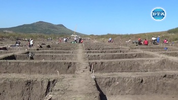 """Артефакти от различни епохи намериха археолозите при работата си по трасето на автомагистрала """"Хемус"""""""