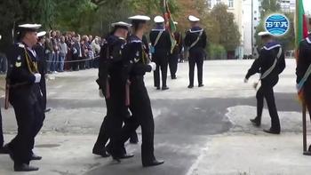Първият випуск военни лекари положи днес официално клетва във Висшето военноморско училище във Варна