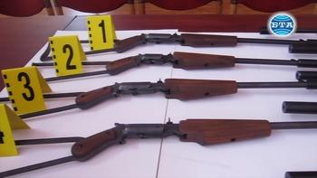 Полицията е арестувала мъж от град Пордим, произвеждал в гаража си оръжия със сгъваем приклад