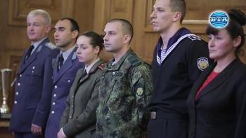 Министрите Красимир Каракачанов и Красен Кралев наградиха най-добрите военнослужещи спортисти
