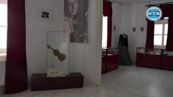 Лични вещи и документи на световноизвестната цигуларка Ваня Миланова са представени в изложба в Разград