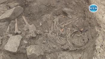 """Ученици откриват интересни находки на разкопките в крепостта """"Ряховец"""""""