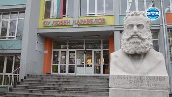 Ученици от Русе събраха хранителни продукти за приютите на отец Иван