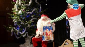 Приказни приключения с Дядо Коледа в кукления театър в Добрич