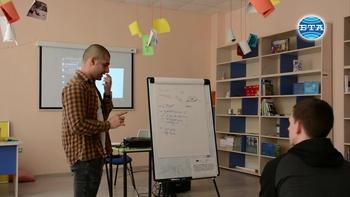 Талантливо момче от Враца избира професията на учител пред тази на певец
