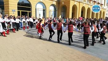 """Фолклорен фестивал """"Приятели чрез танца"""" в Сливен"""