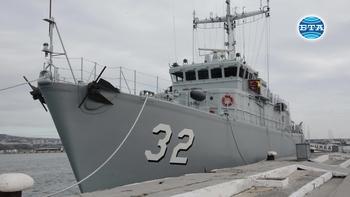 """Минният ловец """"Цибър"""" замина за участие в международно учение в Егейско море"""