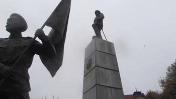 """В Плевен на площад """"Свободата"""" днес бе открит паметник на Девета пехотна Плевенска дивизия от вицепремиера и министър на отбраната Красимир Каракачанов"""