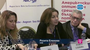 """Розита Еленова в панела """"Право на информация: Трансформации на медийните бизнесмодели след бума на безплатно съдържание"""""""