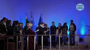 """Монологът на Хамлет """"Да бъдеш или да не бъдеш"""" звуча на 36 езика в Малката базилика в Пловдив"""