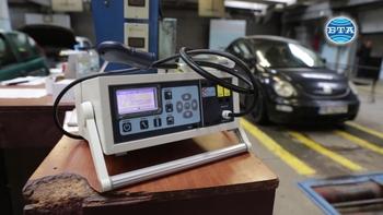 В столичния КАТ измерват показателите на отработените газове на автомобилите с нови уреди