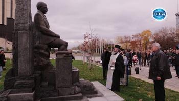 Паметник на Симеон Радев бе открит в центъра на София