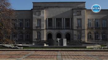 Художествената галерия в Добрич представя експозиция от творби-дарения
