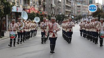 Във Велико Търново започна дванайсетото издание на Международния фестивал на военните оркестри с дефиле по главната улица на града.