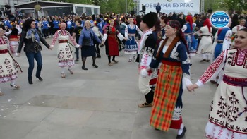 """Над 60 състава и много любители взеха участие в традиционния фестивал """"Бургас танцува"""""""