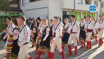 """С пъстро дефиле завърши фолклорният фестивал """"Мисионис пее и танцува"""" в Търговище"""