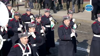 """Традиционният Богоявленски водосвет на бойните знамена, флаговете и знамената-светини на Българската армия беше отслужен на площад """"Свети Александър Невски"""""""