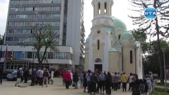 С молебен, водосвет и курбан перничани отбелязаха шестата годишнина от земетресението през 2012 г.