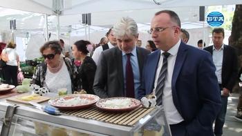 """Министрите Румен Порожанов и Нено Димов разгледаха фермерски пазар с продукти, произведени в зоните от """"Натура 2000"""""""