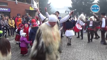 "Новогодишен карнавал ""Старчевата"" в Разлог"